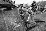 Электропоезд получил незначительные повреждения, однако сошел с рельсов. КамАЗ же полностью разрушился (фото: ИТАР-ТАСС)