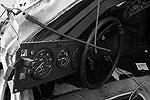 Из-за желтой кабины грузовика сначала поступила информация о том, что поезд протаранил автобус (фото: ИТАР-ТАСС)
