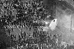 Националисты начали бросать в сотрудников полиции камни, бутылки и файеры (фото: Reuters)