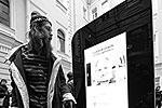 iPhone 4, в виде которого выполнен памятник, был последним аппаратом Apple, разработанным непосредственно при участии Стива Джобса (фото: ИТАР-ТАСС)
