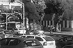 В центре Тель-Авива прогремел взрыв. Он стал попыткой покушения на жизнь главы одной из местных криминальных группировок Нисима Альперона. Альперон сидел во взорванной машине, но не пострадал, получив только легкие ранения. Это десятое покушение на его жизнь  (фото: <a href= https://twitter.com/bneibraki target=_blank>@bneibraki</a>)