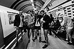 Лондон. В этот день, 13 января, традиционно люди в трусах не привлекают к себе внимания со стороны полицейских (фото: ИТАР-ТАСС)