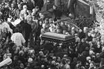 Прошедшие в 2009 году на Ваганьковском кладбище в Москве похороны другого авторитета – Вячеслава Иванькова (Япончика) – были гораздо более пышным и открытым для публики мероприятием (фото: ИТАР-ТАСС)