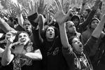 Фанаты «Аль Ахлы», также известные как «ультрас», празднуют смертный приговор своим противникам из клуба команды «Аль-Масри», признанных виновными в резне 1 февраля прошлого года в Порт-Саиде (фото: Reuters)