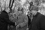 Владимир Путин пообщался с ветеранами, затем - представителями поисковых отрядов (фото: ИТАР-ТАСС)