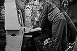 Кроме того, РЛС обеспечивает обнаружение воздушной цели типа вертолет, а также обзор морской поверхности с обнаружением надводных целей и измерением их координат (фото: Сергей Александров/ВЗГЛЯД)