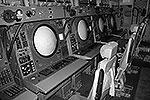 Старые аппаратные стойки на основе электронно-лучевых трубок немодернизированного самолета А-50 (фото: Сергей Александров/ВЗГЛЯД)