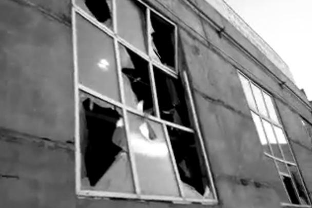 Ударной волной в домах выбиты стекла, в Челябинской области пострадали порядка сотни человек. Всем пострадавшим МЧС пообещало компенсации
