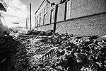 Разрушенная стена и часть кровли цинкового завода из-за волны, вызванной падением метеорита. Над территорией Уральского федерального округа произошло разрушение метеорита, частично сгоревшего в нижних слоях атмосферы, осколки упали в Челябинской области (фото: ИТАР-ТАСС)