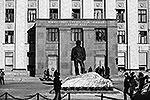 Окна в здании Южно-Уральского государственного университета, выбитые волной, вызванной падением метеорита. Над территорией Уральского федерального округа произошло разрушение метеорита, частично сгоревшего в нижних слоях атмосферы, осколки упали в Челябинской области (фото: ИТАР-ТАСС)