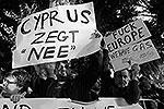 Киприоты знают и довольно крепкие выражения на английском языке. При этом они уверены, что проживут и без еврозоны, так как у них есть газ (фото: ИТАР-ТАСС)