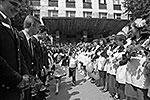 Так выглядела школьная форма в советское время (фото: ИТАР-ТАСС)