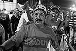 Сторонники Мадуро вышли на улицы, чтобы отпраздновать его победу  (фото: Reuters)