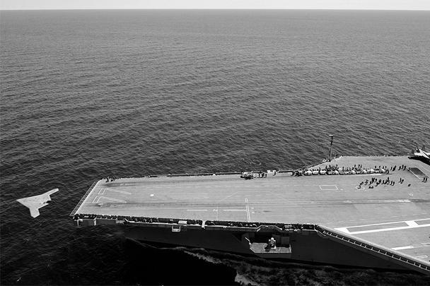 Авианосец George H.W. Bush, с борта которого полетел беспилотник, находится сейчас у американского побережья Атлантического океана. После взлета летательный аппарат сел на наземной базе авиации ВМС США в штате Мерилэнд