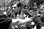 Попытка провести в Тбилиси шествие с лозунгами против гомофобии закончилась массовыми беспорядками. Полиция слезоточивым газом пыталась отогнать разъяренных горожан (на фото), пытавшихся помешать шествию. Предотвратить столкновения не удалось – пострадали около двух десятков человек (фото: Reuters)