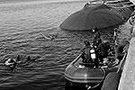 Учения по оказанию помощи тонущей подводной лодке прошли в Кольском заливе. Были задействованы не только силы поисково-спасательного обеспечения (ПСО), но и авиация Северного флота, а также спасательная парашютно-десантная группа (фото: pressa-sf.livejournal.com)