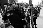 В интернете начали распространяться призывы игнорировать решения властей и провести гей-парад (фото: ИТАР-ТАСС)