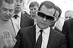 Дмитрий Медведев во вторник посетил конференцию Startup Village в «Сколково». В одном из павильонов ему показали российское ноу-хау – прибор для обследования закрытых помещений. Робот в виде паука обследует пространство и передает трехмерную картинку на 3D-очки (фото: ИТАР-ТАСС)