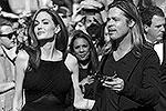 «Я прекрасно себя чувствую, все хорошо, я очень благодарна за поддержку. Я была очень рада тому, что обсуждение проблем женского здоровья стало настолько широким. Это очень много значит для меня. Я, потерявшая мать из-за этих проблем, очень тронута поддержкой людей», – сказала Джоли, в очередной раз объясняя свой шаг (фото: EPA/ИТАР-ТАСС)