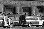 Сразу после завершения тушения пожара следователи начали проверку, а администрация метрополитена обещала наказать виновных (фото: ИТАР-ТАСС)