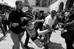 """У министерства юстиции Туниса в конце мая были задержаны участницы FEMEN, требовавшие освободить свою подругу Амину, которую ранее задержали в городе Кайруане, после того как она пыталась устроить топлес-акцию в защиту прав женщин у центральной городской мечети <a href = """"http://vz.ru/news/2013/6/27/638960.html"""" target = """"_blank"""">Подробности</a>(фото: EPA/ИТАР-ТАСС)"""