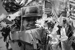 Погибшие пожарные были молоды и полны сил. Местные жители чтят их память и благодарят за подвиг (фото: Reuters)