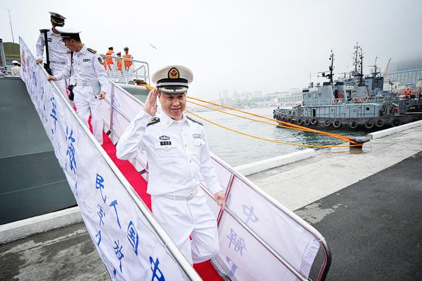 """中国海军""""黄石""""号护卫舰抵达符拉迪沃斯托克参加""""海洋之杯-2017""""国际军事比赛"""