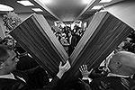 """По церковному учению, именно имя апостола Андрея связывает Константинопольскую церковь с Русской. Крест, на котором был распят апостол Андрей, был особой формы — имел вид римской цифры X. Такой крест до сих пор называется Андреевским и используется в символике, в том числе на флаге российского флота <a href = """"http://vz.ru/news/2013/7/11/640955.html"""" target = """"_blank"""">Подробности</a>(фото: EPA/ИТАР-ТАСС)"""