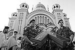 """Крест постоянно хранится в православном соборе греческого города Патры <a href = """"http://vz.ru/news/2013/7/11/640955.html"""" target = """"_blank"""">Подробности</a>(фото: EPA/ИТАР-ТАСС)"""