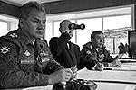 Решение об отмене учебного маневра принимал лично Путин. Когда начальник Генштаба ВС Валерий Герасимов спросил, есть ли необходимость проводить операцию в существующих условиях, президент ответил: «Рисковать не надо. Не высаживайте» (фото: ИТАР-ТАСС)