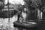 В ответ на критику в блогосфере балерина отмечает, что позированием на фоне наводнения собиралась привлечь внимание к проблеме (фото: instagram.com/volochkova_a)