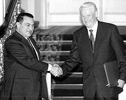 Президент РФ Борис Ельцин и Президент Египта Хосни Мубарак, 1997 г. (фото: ИТАР-ТАСС)