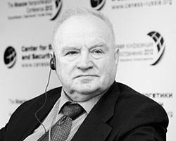 Экс-начальник Главного  штаба РВСН Виктор Есин считает, что давно пора обучать военных на  «живой» технике