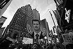 Скорое возможное нападение США на Сирию заставило выйти на улицы Нью-Йорка и Вашингтона простых американцев, которые выразили несогласие с планами Белого дома. Протестующие уверены, что аргументы властей в пользу нападения основаны на лжи (фото: Reuters)
