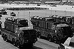 Южная Корея провела военный парад на авиабазе в городе Соннам к югу от Сеула. Военные продемонстрировали ракеты, танки, ЗРК – всего 190 видов наземной техники и 120 самолетов, предназначенных для сдерживания северного соседа – КНДР. Мероприятие стало крупнейшим за десять лет (фото: Reuters)