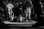 Участники «народного схода» бросали в омоновцев бутылки и мусорные баки, были задержаны почти 400 человек (фото: ИТАР-ТАСС)