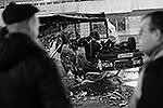 Результаты погрома на овощебазе в Бирюлево: пострадали не только люди, но и машины (фото: ИТАР-ТАСС)