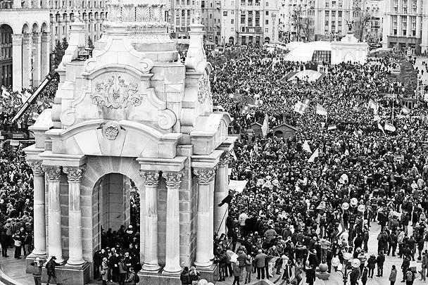 В воскресенье на улицы Киева вышло от 250 тысяч  до полумиллиона человек