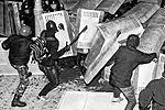 В результате атаки со стороны митингующих пострадали около 150 сотрудников правопорядка (фото: Reuters)