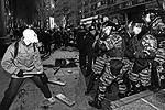 Часть протестующих оказалась хорошо подготовленной, у них были респираторы, у некоторых – даже противогазы (фото: ИТАР-ТАСС)