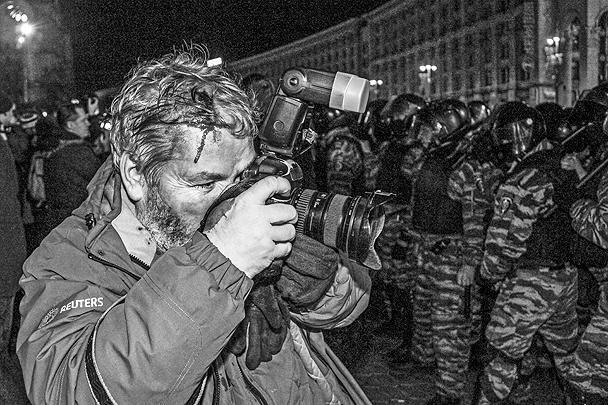 Среди пострадавших в ходе беспорядков оказались журналисты