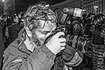 Среди пострадавших в ходе беспорядков оказались журналисты (фото: Reuters)