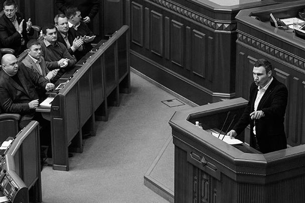 Лидер партии «УДАР» Виталий Кличко был одним из инициаторов голосования, он предложил выразить недоверие кабинету министров «за предательство украинского народа»