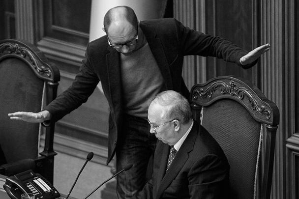 Экс-спикер парламента, лидер оппозиционной фракции «Батькивщина» Арсений Яценюк, похоже, имеет претензии к своему преемнику – спикеру Владимиру Рыбаку