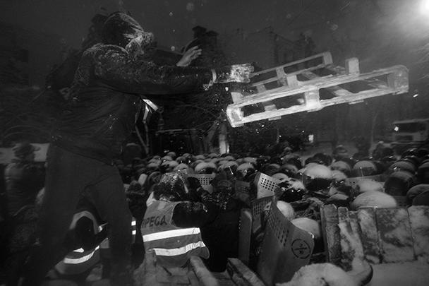 К утру вторника от баррикад был очищен весь центр Киева