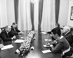 Встреча Владимира Путина с экс-канцлером Германии Гельмутом Шмидтом(фото: ИТАР-ТАСС)