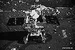 Китайский луноход «Юйту» («Нефритовый заяц») совершил удачную посадку на Луне. Он скатился по рампе на поверхность вулканической равнины Залива Радуги. Это ознаменовало начало второго этапа китайской программы по изучению естественного спутника Земли (фото: news.cn)