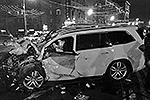 ДТП с участием пяти автомобилей случилось в четверг вечером у дома № 33 по Кутузовскому проспекту в Москве. В результате погибли вице-премьер Дагестана Гаджи Махачев и еще два человека. Жена и трое детей политика получили серьезные ранения (фото: ИТАР-ТАСС)