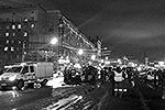 """Авария сильно затруднила движение по Кутузовскому, до полуночи здесь была большая пробка <a href = """"http://vz.ru/incidents/2013/12/20/665320.html"""" target = """"_blank"""">Подробности</a>(фото: ИТАР-ТАСС)"""