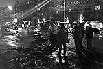 """Члены семьи Махачева, ехавшие с ним в машине: жена и трое детей – были госпитализированы с тяжелыми ранениями <a href = """"http://vz.ru/incidents/2013/12/20/665320.html"""" target = """"_blank"""">Подробности</a>(фото: ИТАР-ТАСС)"""
